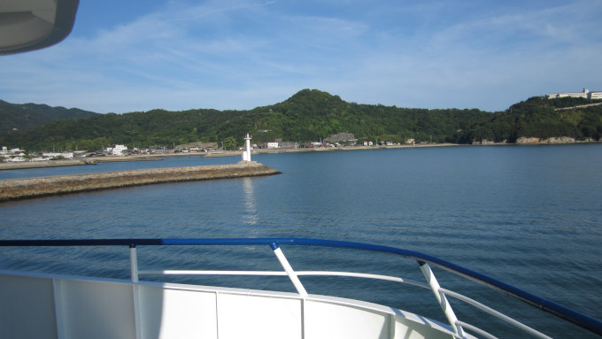 船内から小豆島の風景を見る