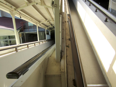 寒霞渓ロープウェイこううん駅の乗り場へ続くスロープ
