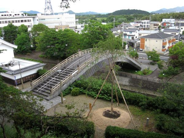 福知山城の橋を上から見たところ