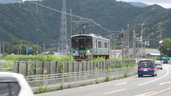 国道27号_上中駅付近小浜線125系電車