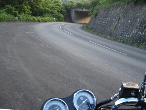 油坂峠の国道158号2