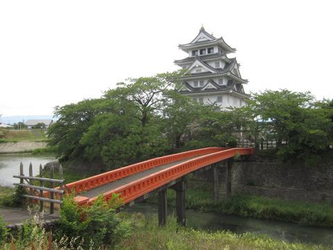 墨俣一夜城と手前の橋