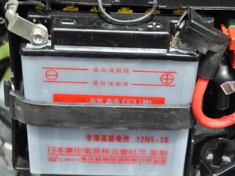 YB125SPのバッテリー端子に白い粉が
