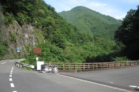 R195から剣山スーパー林道への分岐点