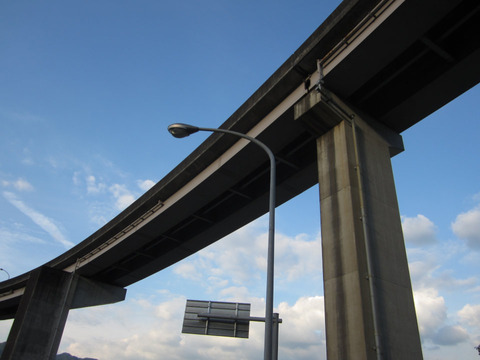 白鳥ループ橋下から2