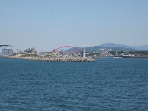 和歌山港_赤い橋が見える