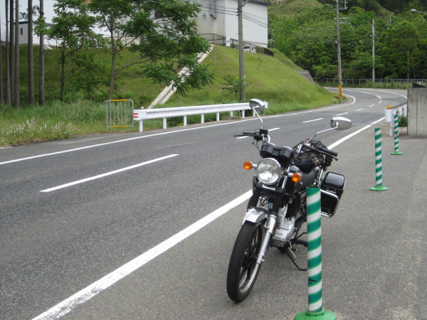 国道427号遠阪峠西側とYB125SP