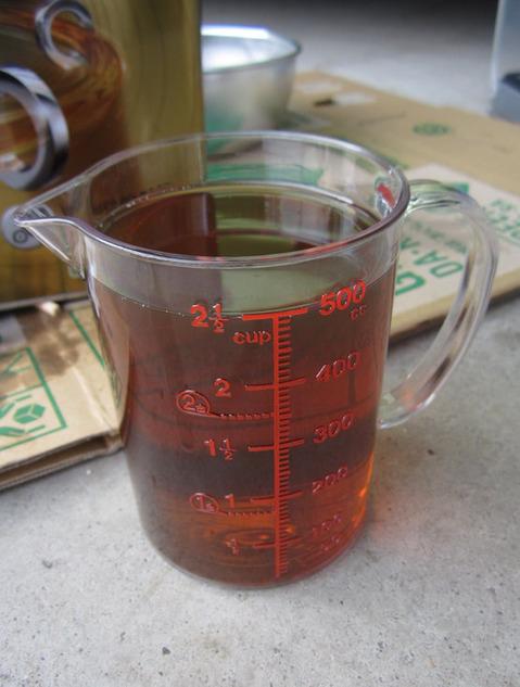 計量カップとオイル