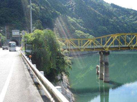 徳島方を向いて旧橋を撮る