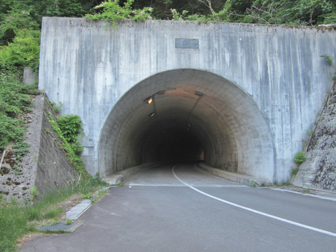 油坂峠_県境のトンネル