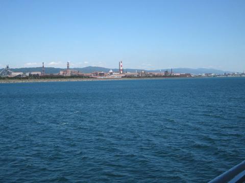 甲板から和歌山港を眺める1